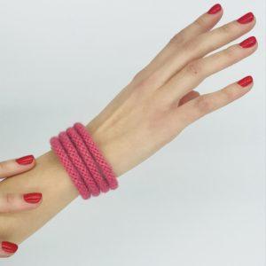 pulsera rosa con cordones alpaca